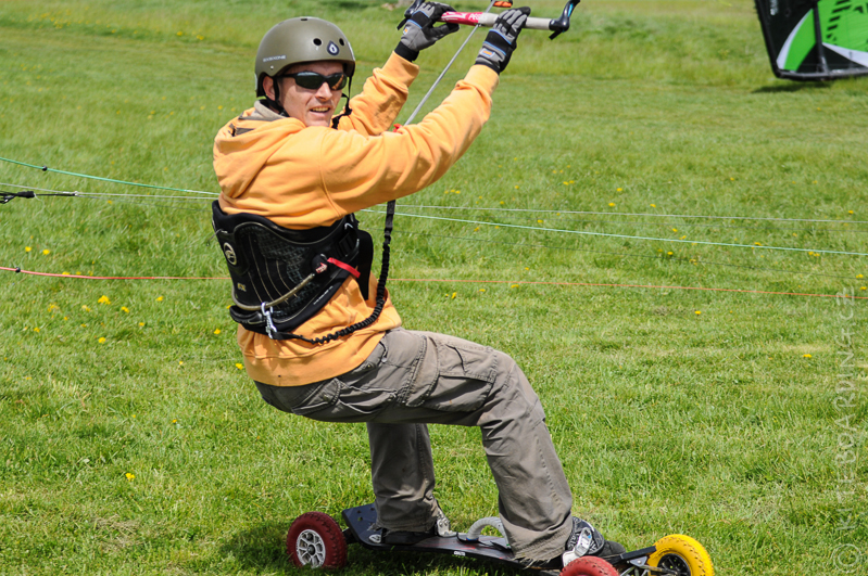 report-flysurfer-koma-cup-vyhlaseni-celkovych-vitezu-serie-landkiting-bubby-mtb-mountainboard-zazemi
