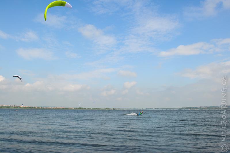 report-palavsky-kitefest-mcr-kiteboarding-2014-harakiri-kite-kurzy-flysurfer-naish-nobile-peter-lynn-neopreny-gul-test-day-flysurfer-speed-4-lotus