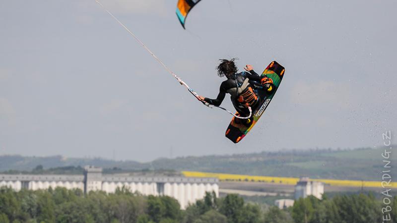 report-palavsky-kitefest-mcr-kiteboarding-2014-harakiri-kite-kurzy-flysurfer-naish-nobile-peter-lynn-neopreny-gul-test-day-mira-hrkr-horejsi