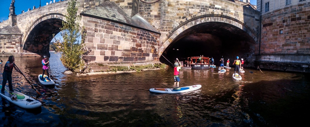 Kdo neznal tajný průjezd u Karlova mostu...