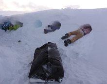 Jak přečkat noc na snowkitu - záhrab