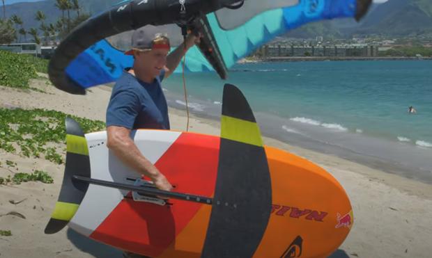 Škola wing surfingu - vstup do vody