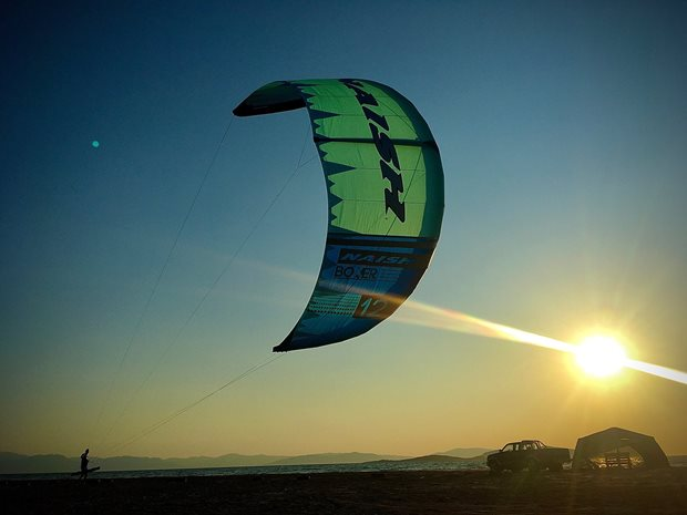 Recenze Kite S25-Naish Boxer - sunset