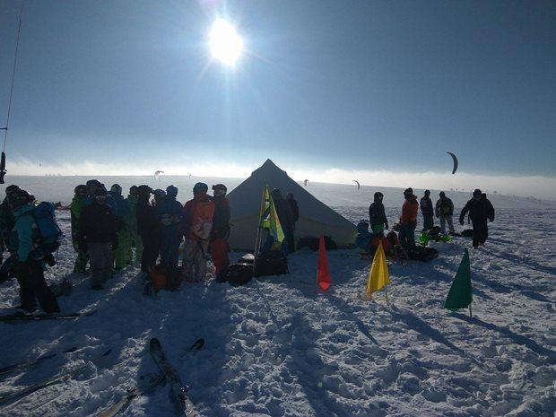 Strormy-Moldava-snowkite-race-briefing.jpg