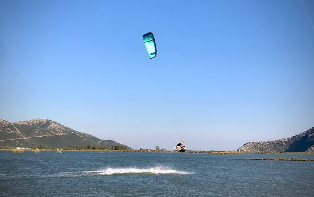Recenze Kite S25 Naish Boxer - freestyle