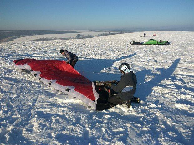 Strormy-Moldava-snowkite-race-priprava-na-start.jpg