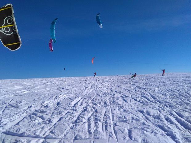 Strormy-Moldava-snowkite-race-novacci-zeny.jpg