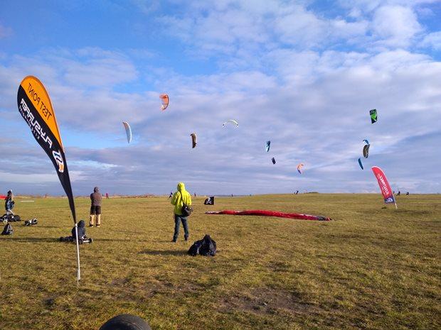 MCR-landkiting-Smetak-2017-Prvni-kity-ve-vzduchu.jpg
