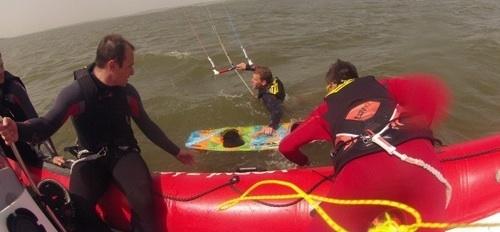 jak vybrat kite kurz a ušetřit - první jízdy na hluboké vodě