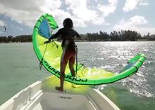 Jak bezpečně startovat kite sám na vodě