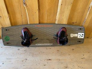 Kiteboard Nobile Gamechanger - horní strana s botama