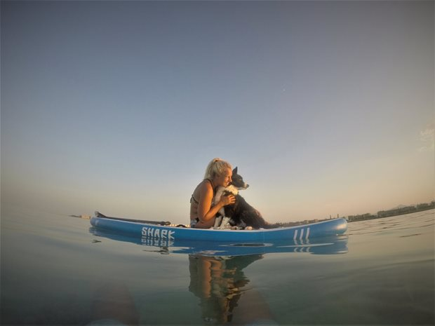Kiting a pes - spolu na paddleboardu