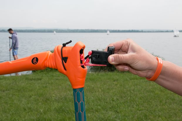 kite-Terka-stoke-Flysurfer-Force-Bar - nastavení délky baru a šňůr
