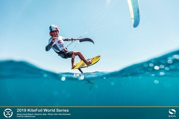 Kite hydrofoil race tour