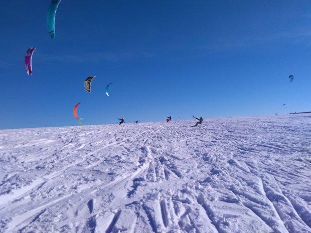 Strormy-Moldava-snowkite-race-holky.jpg