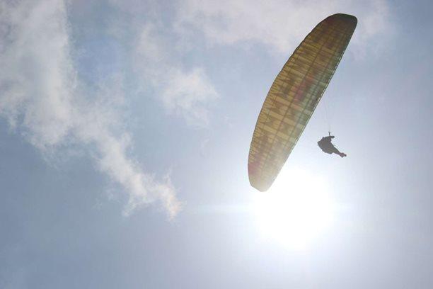 Kitesurfing-Lago-di-Como-a-tak-