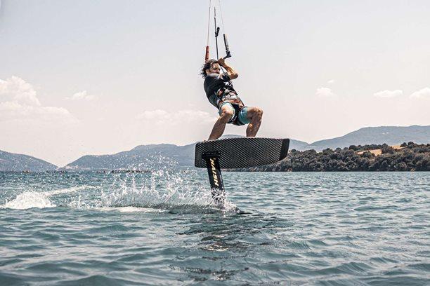Kitesurfing-KITESURFING-RECKY-KITE-CHILL-FREERIDE-