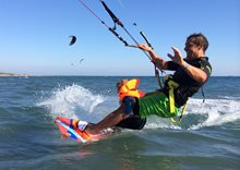 Kitesurfing-Na-vode-s-detmi-Kite s dětmi je další level