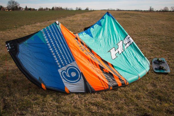 Kitesurfing-Novinka-kite-S25-NAISH-TRIAD-