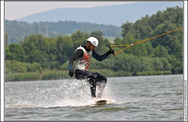 wake_vlek_straz_pod_ralskem_kite_kiteboarding_snowkiting_landkiting_nobile_naish_flysurfer_21.jpg
