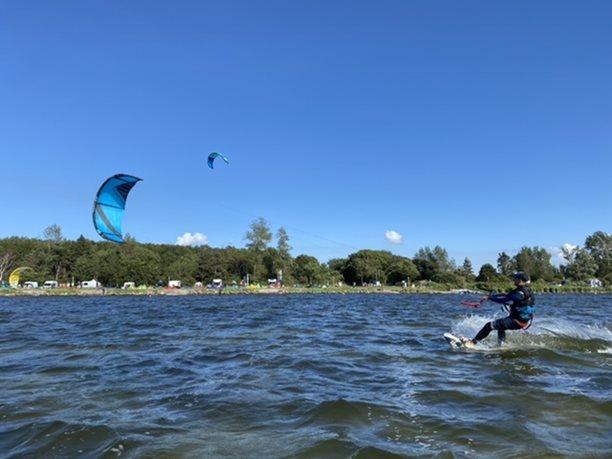 Kitesurfing-Rujana-Wiek-Harakiri-instruktori-