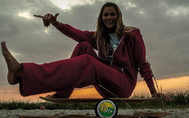 Katy-HRKR na Indo boardu pri zapadu slunce na spotu