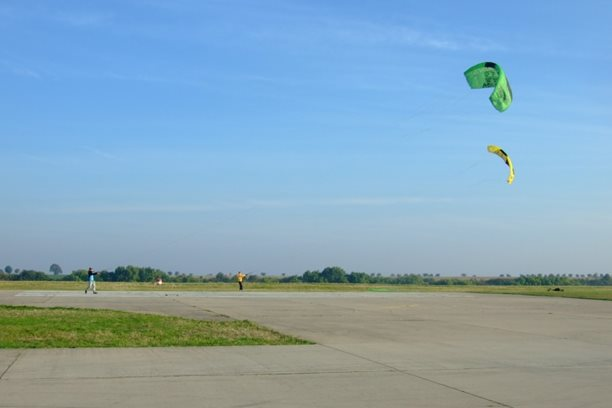 Landkiting MCR Panensky Tynec -rano low wind.JPG