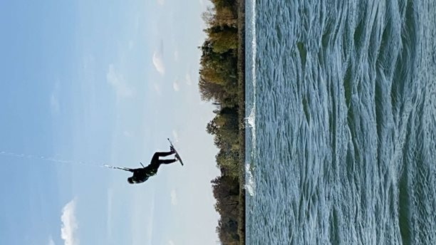 Kitesurfing-Slunecni-podzimni-pojezd-s-Boxerem-