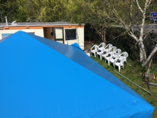 Kitesurfing-Start-a-stavba-zakladny-na-Rujane-Očistit je třeba i všechny židle a lehátka.