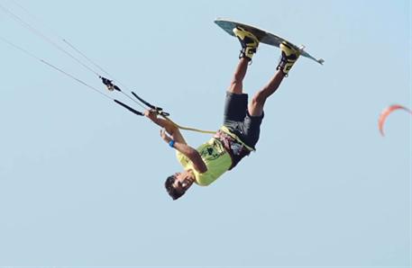 Kitesurfing-Paul-Serin-Brazil-freestyle-kiting-Brazil freestyle kiting