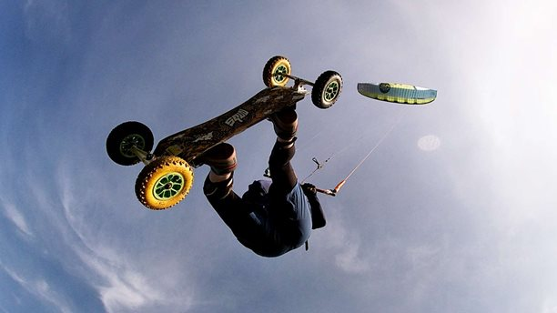 Kitesurfing-SURFLANDboarding-