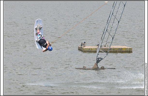 wake_vlek_straz_pod_ralskem_kite_kiteboarding_snowkiting_landkiting_nobile_naish_flysurfer_29.jpg