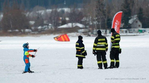 Snowkiting-Snowkite-Stormy-Lipno-MCR-ve-snowkitingu-2019-