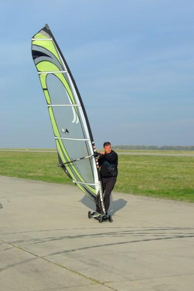 Landkiting MCR Panensky Tynec -pozemni windsurfing.JPG