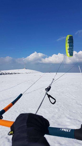 Snowkiting-Uzavreni-sezony-s-peakem-