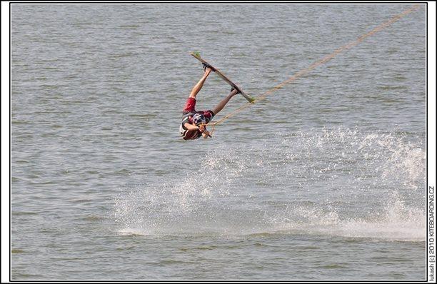wake_vlek_straz_pod_ralskem_kite_kiteboarding_snowkiting_landkiting_nobile_naish_flysurfer_27.jpg