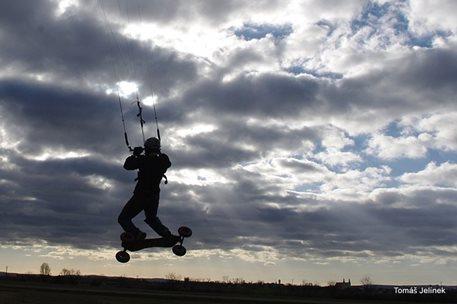 brno-landkiting-slatina-lk-land-kite-01.JPG