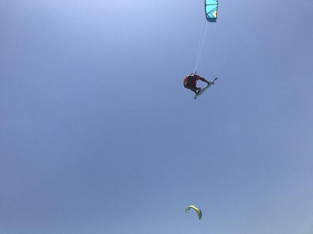 Kitesurfing-egyptsky-nowind-a-pak-hezky-busacek-