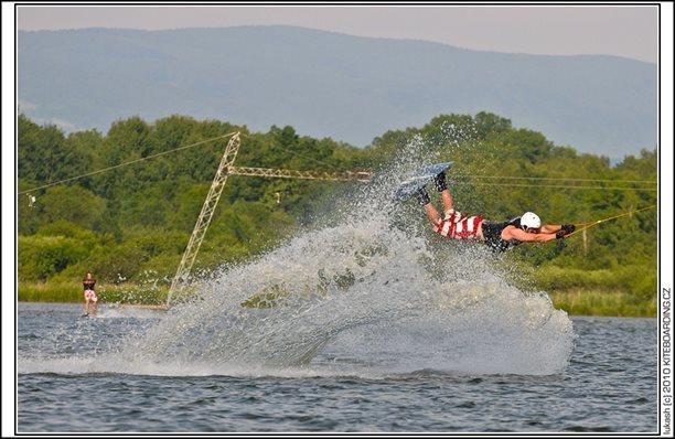 wake_vlek_straz_pod_ralskem_kite_kiteboarding_snowkiting_landkiting_nobile_naish_flysurfer_37.jpg