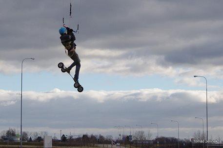 brno-landkiting-slatina-lk-land-kite-02.JPG