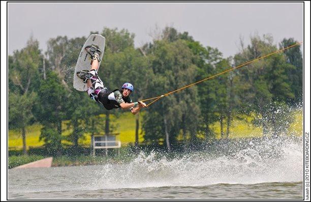 wake_vlek_straz_pod_ralskem_kite_kiteboarding_snowkiting_landkiting_nobile_naish_flysurfer_31.jpg