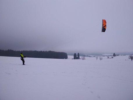 Snowkiting-Harakiri-Snowkite-kurz-Vetrny-Jenikov-leden-27-28-