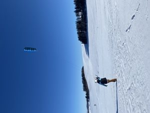 Snowkiting-Valentynske-randicko-s-vetrem-