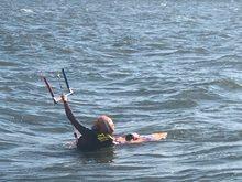 Kitesurfing-KITE-KURZ-NA-HLUBOKE-VODE-Boddydragging proti větru s prknem