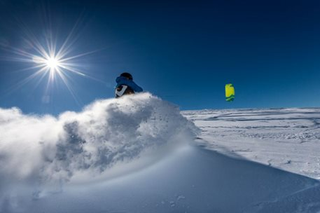 Snowkiting-Trip-to-Geilo,-Hardangervidda,-Norway-Snowkiting in a lot of powder? Yes!