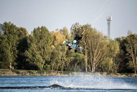 Kitesurfing-Severo-vychod-na-flatu-