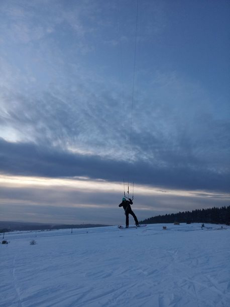 Snowkiting-Snowkite-Wingsurf-session-na-Bozaku-