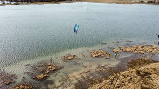 Kitesurfing-Zacatek-sezony-na-vode-