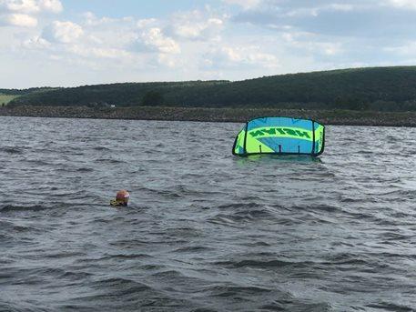 Kitesurfing-KITE-KURZ-NA-HLUBOKE-VODE-nácvik restartu - na hluboké vodě je to těžší než na mělké