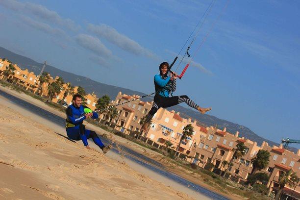 Kitesurfing-Spanelska-Tarifa (2)-Pouštění draka